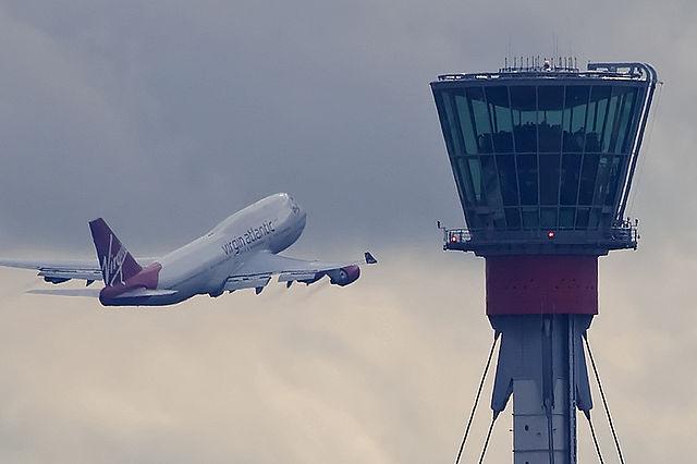 London_Heathrow_tower_and_Virgin_B747