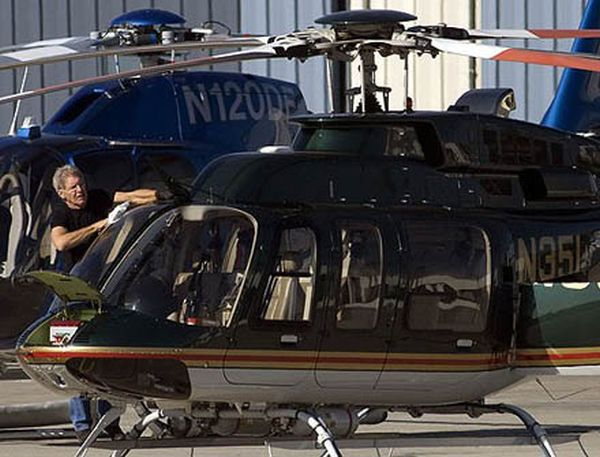 Harrison-Ford-Helicopter-rescue-2