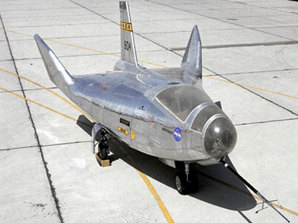 Northrop_NASA_HL-10_front