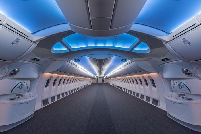 An empty 787