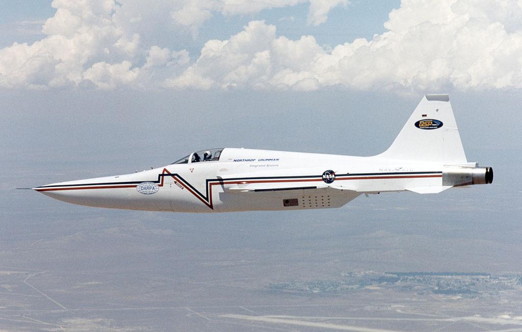 F-5E_Shaped_Sonic_Boom_Demonstration_air